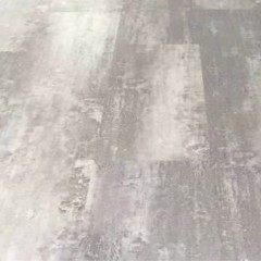 Piso Vinílico SPC de 4 mm CLICK – Alto Tránsito Comercial – GRIS ACERO